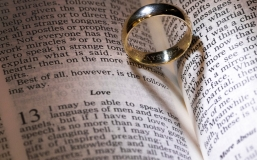 love, bible, heart, heart shadow, shadow, wedding, wedding photo, wedding photography, detail, details, wedding detail, wedding details, background, verses, bible verse, book, love in a book, ring in a book, ring, rings, wedding ring, wedding rings